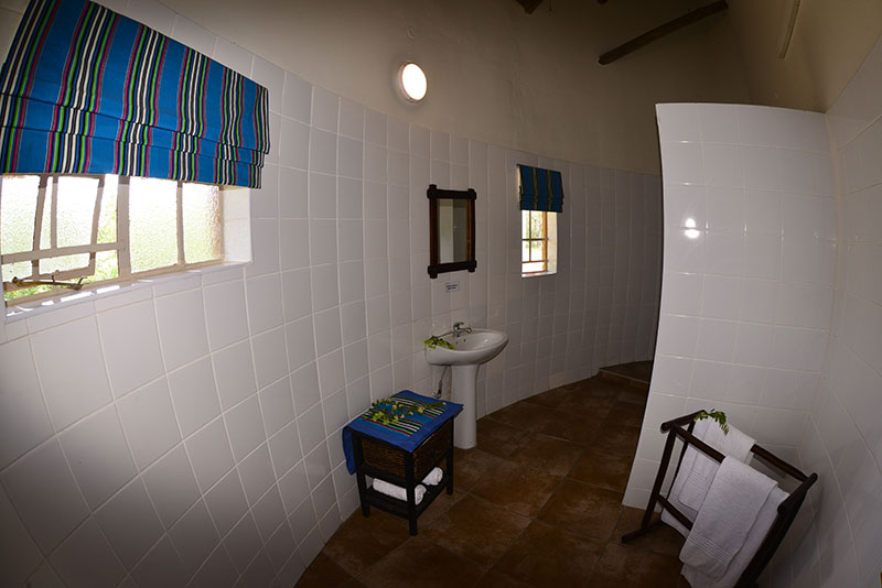 chalet bathroom at awelani lodge